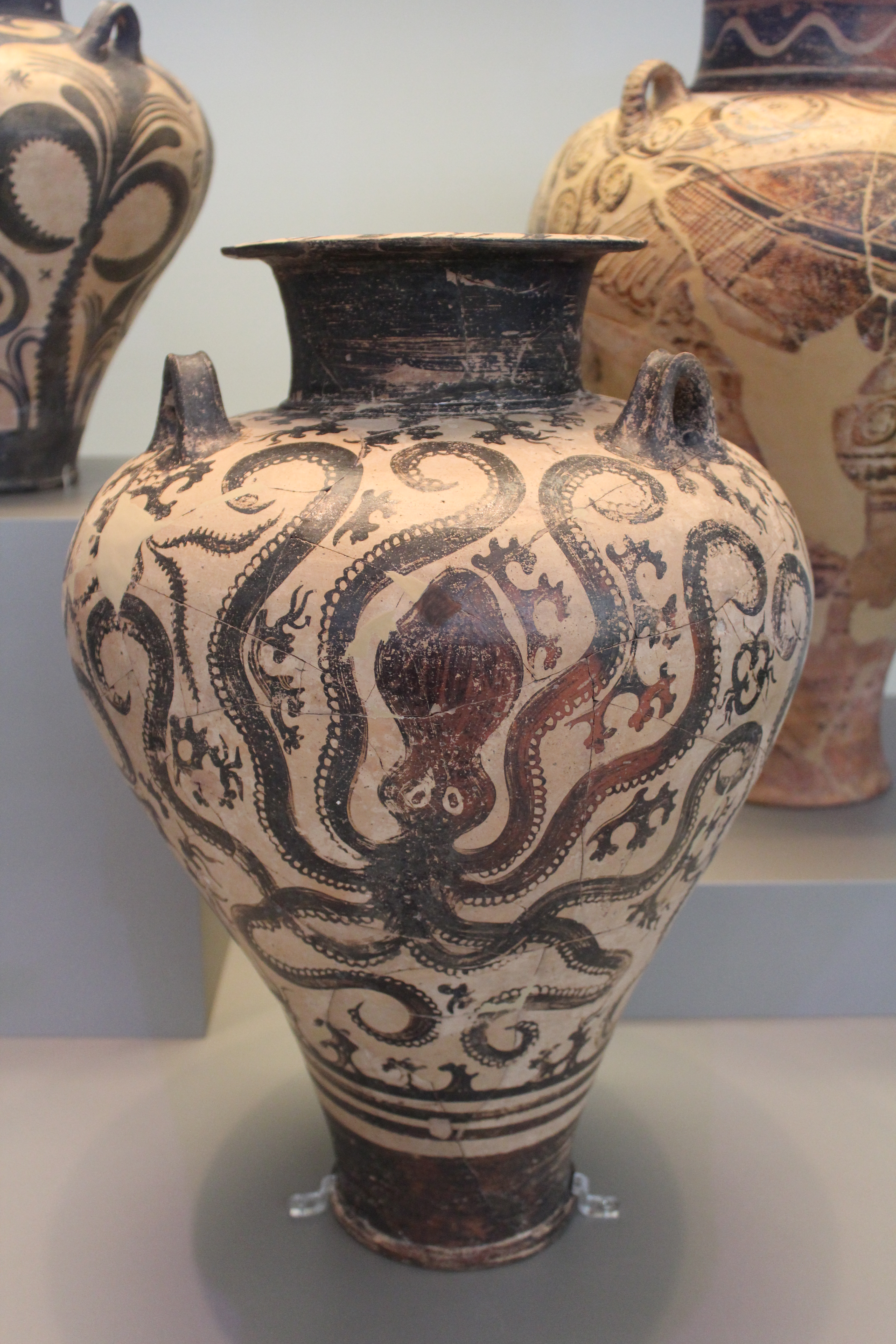 National archaeological museum tales from a tour guide pottery decoration in mycenae and tiryns was influenced by the earlier marine style minoan designs reviewsmspy